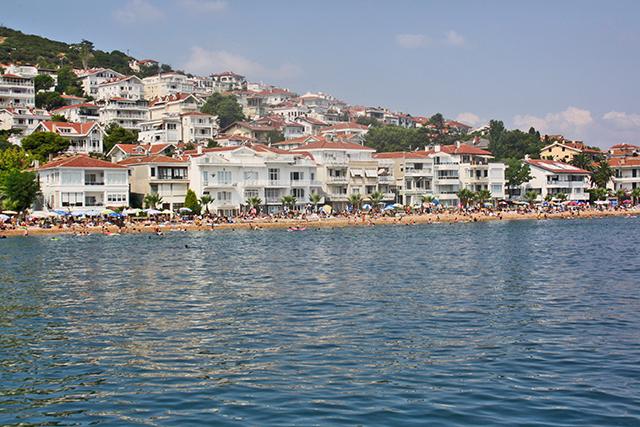 Playas orilla mar casas chalets turistas Buyukada Turquía