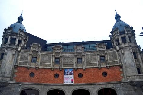 Fachada torres neoclásicas Alhondiga 1909 Bilbao