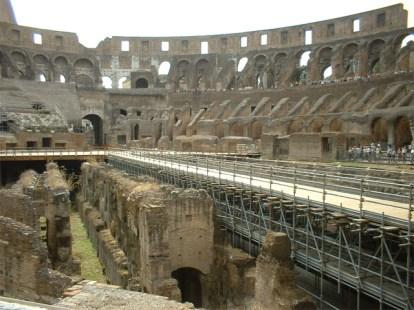 Interior ruinas Coliseo Roma