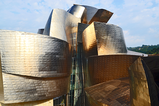 Panorámica cubiertas Museo Guggenheim Frank O. Gehry metal Bilbao
