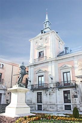 Escultura Álvaro de Bazán Plaza de la Villa Madrid