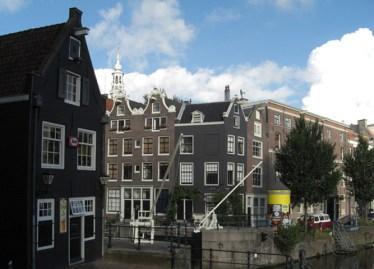 Casas tradicionales estrechas centro histórico Amsterdam