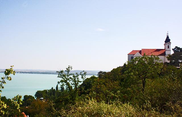 Iglesia benedictina Andrew Kiraly Lago Balaton