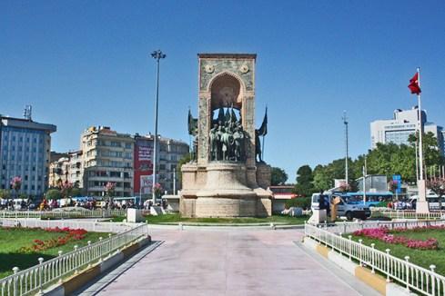 Plaza Taksim monumento esculturas Estambul