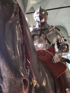 Armadura medieval caballo Museo Castillo Sforzesco Milán