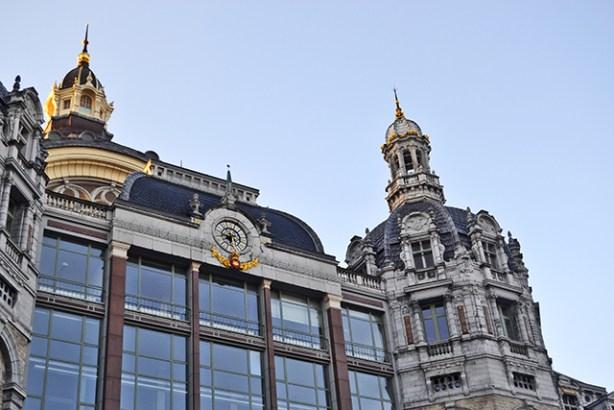 Art Nouveau fachada edificio centro Amberes