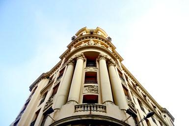 Picado edificio modernista fachada calle Santiago Valladolid