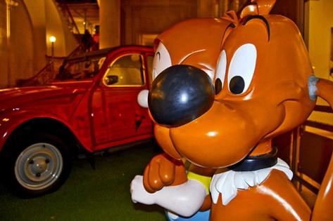 Perro y Citroën Museo del Cómic de Bruselas