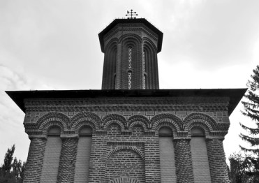 Fachada basílica rumana Drácula Monasterio Snagov