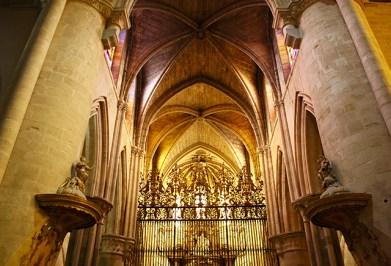Bóvedas crucería interior Catedral Cuenca