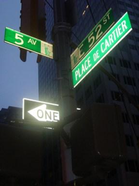 Cruce señales verdes calles Nueva York noche