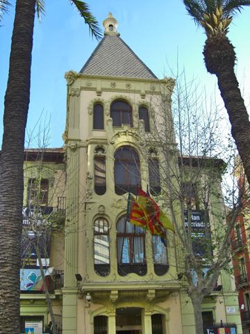 Fachada modernista Sede Generalitat Casa de las Brujas Alicante
