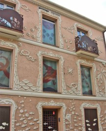 Fachada modernista motivos mar Raval Roig Alicante
