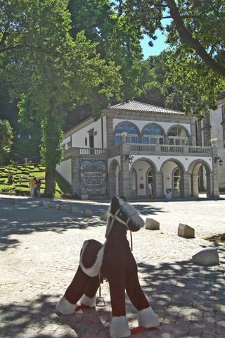Caballo juguete jardines acceso Santuario Bom Jesus do Monte Braga