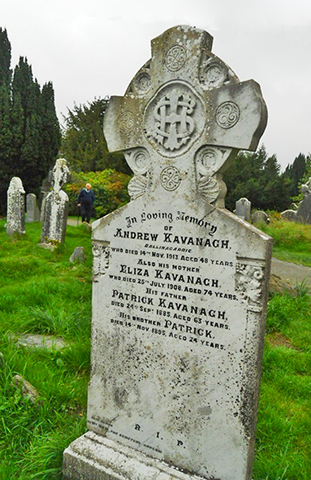 Cruces celtas lápidas tumbas cementerio Glendalough Wicklow Irlanda
