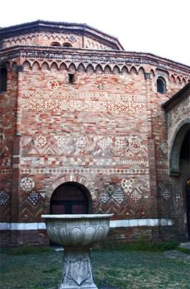 Pila bautismal claustro benedictino Santo Stefano Bolonia