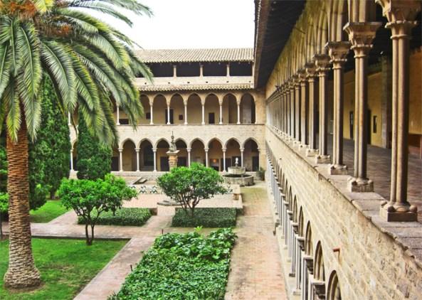 Claustro palmera gótico Monasterio Pedralbes Barcelona