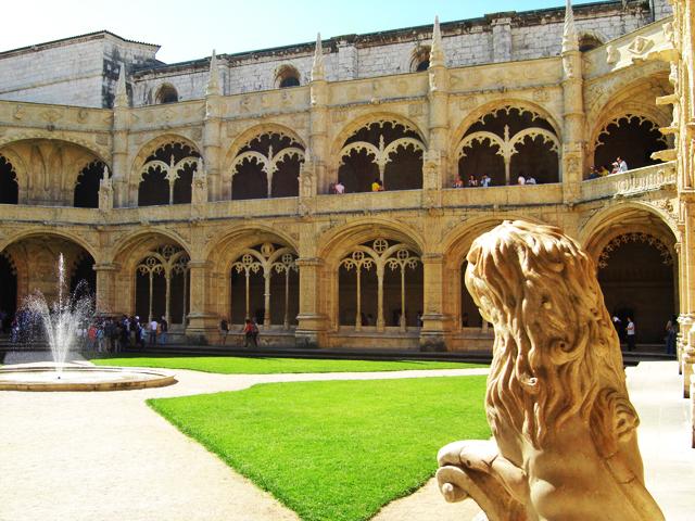 Claustro estilo manuelino Monasterio Dos Jerónimos Lisboa