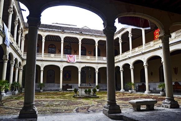 Conversaciones de patio en el Palacio Real