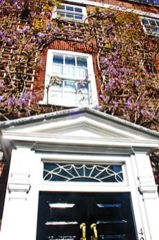 Fachada enredadera flores casa Chelsea Londres