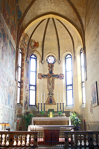 Crucifijo interior Iglesia Padua