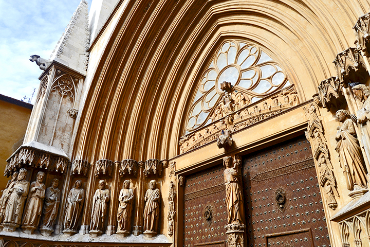 Escultura fachada gótica Seu Catedral Santa Tecla Tarragona