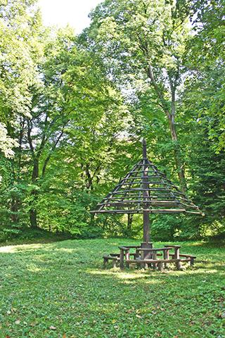 Monumento madera Parque Nacional Ojców Polonia