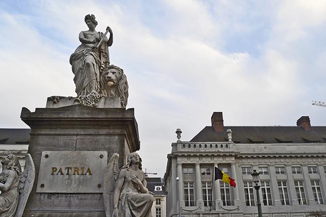 Estatua Patria Teatro Flamand Bruselas
