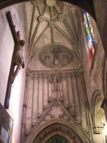 Cristo cruz paredes decoración Capilla Santo Cáliz Catedral Valencia