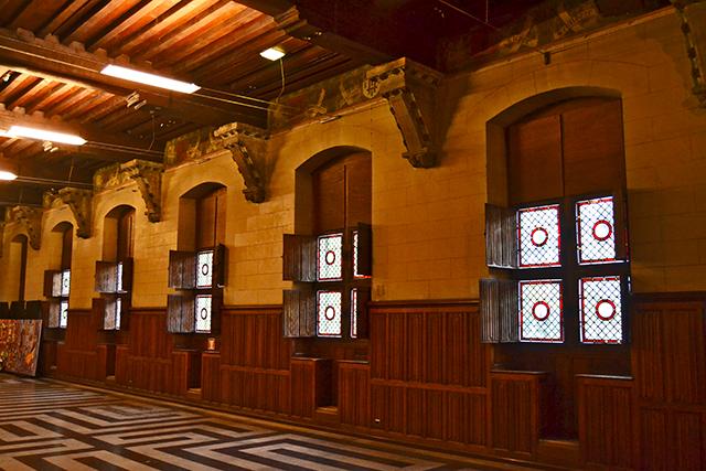 Interior sala medieval torre Belfort centro histórico Gante