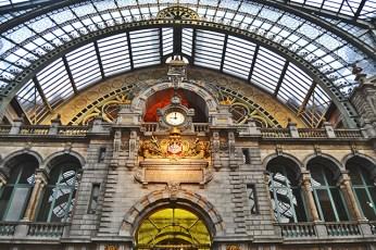 Interior norte reloj decoración basílica Estación Central Amberes