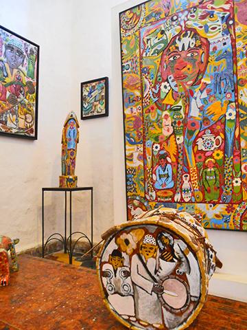 Cuadros esculturas galería arte africana Damgaard Essaouria Marruecos