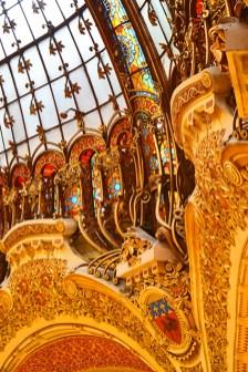 Decoración filigranas oro cúpula Galerías Lafayette París
