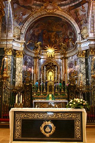 Altar mayor iglesia virgen Bolonia