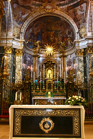 Altar mayor iglesia virgen Bolonia