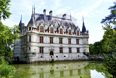 Panorámica vistas castillo Azay-le-Rideau reflejo agua