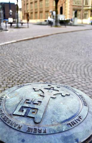 Alcantarilla detalle relieve llave ciudad Bremen