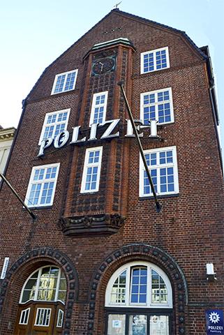 Fachada comisaría policía Reeperbahn Hamburgo