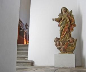 Escultura virgen policromía religiosa Sé Velha Coimbra Portugal