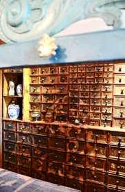 Detalles antigua farmacia tradicional Palacio Oldenburg