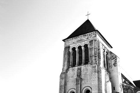 Torre iglesia Saint Julien Tours blanco y negro