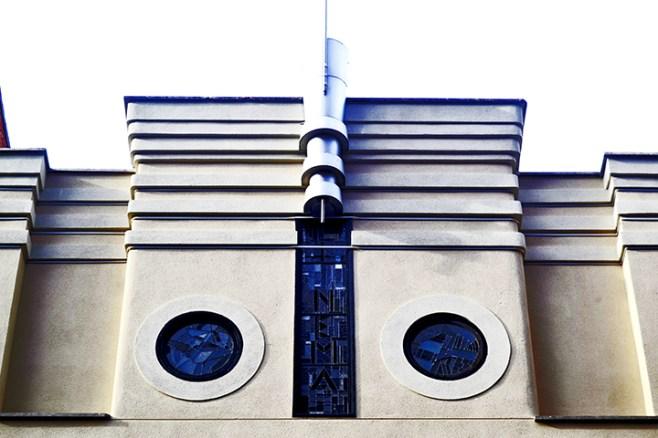 Fachada modernista ventanas vivienda Art Nouveau centro Valladolid
