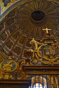 El abside protegiendo el soberbio altar mayor