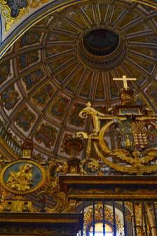 Detalle decoración dorada ábside cúpula Iglesia Úbeda