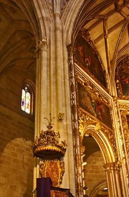 Interior gótico pilares lienzos catedral Almería