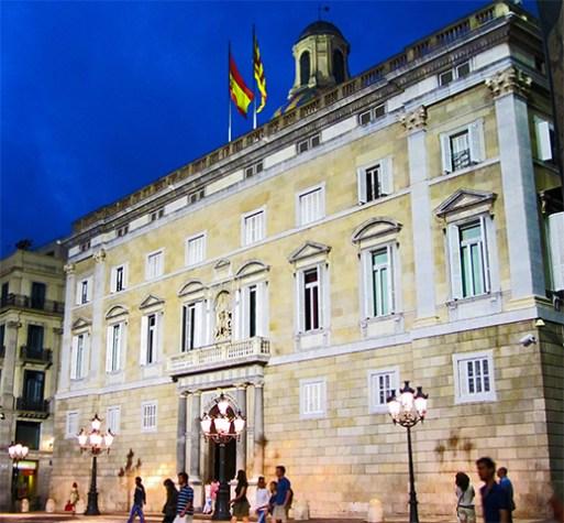 Fachada Palau Generalitat noche Barcelona