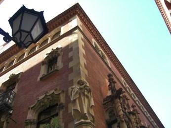 Esquina fachada escultura Els 4 Gats Barcelona