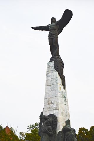 Estatua bronce aviador Eroilor Aerului Bucarest