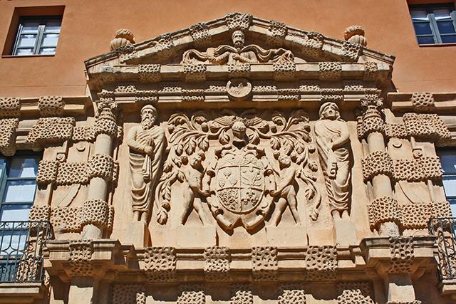 Relieve manierismo fachada Palacio de los Condes de Cirat Almansa