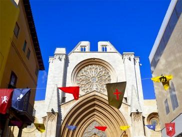 Esplendid exemple de transicio del romanic al gotic catala
